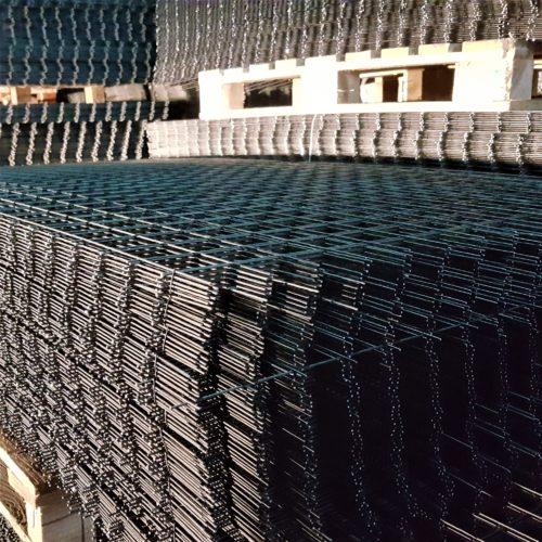 плоская сварная сетка на складе